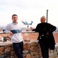 Con Harry Marcus y la colocación de la veleta (abril 2002)